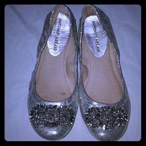 Antonio Melani Silver Jeweled Flats women's 8.5 M